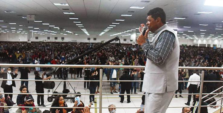 Sunday service in Santo Amaro