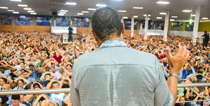 Apóstol realiza gran concentración en Curitiba